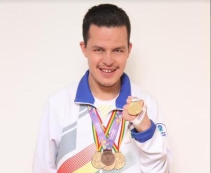 La Boliviana Ciacruz Seguros apoya a Luis Aguilar, nadador del TEAM LBC