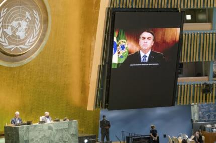 Bolsonaro acusa una brutal campa帽a contra su pol铆tica ambiental