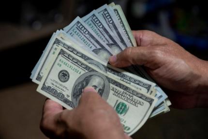 Ahorristas sacaron USD 750 millones de los bancos por las nuevas trabas cambiarias