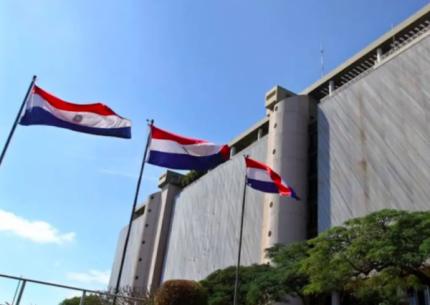 Al Banco Central de Paraguay le sobran d贸lares y no tiene lugar para almacenarlos