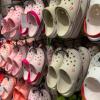 Las ventas de las feas Crocs se dispararon debido a la pandemia de covid-19