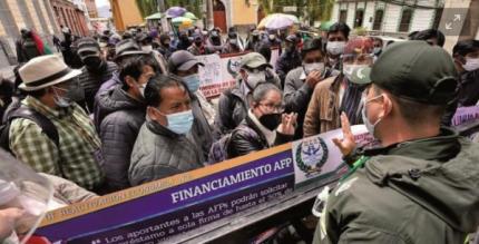 Advierten p茅rdida de seguro de salud si se retiran de AFP aportes