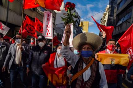 La economía de Ecuador, un dolor para el futuro presidente